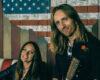"""Pamatykite: žinomas gitaristas Robertas Semeniukas ir dainininkė Sigita Jonynaitė nostalgiškame vaizdo klipe įkvėpti """"Metallica"""""""